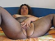 Big booty mature slut getting frisky